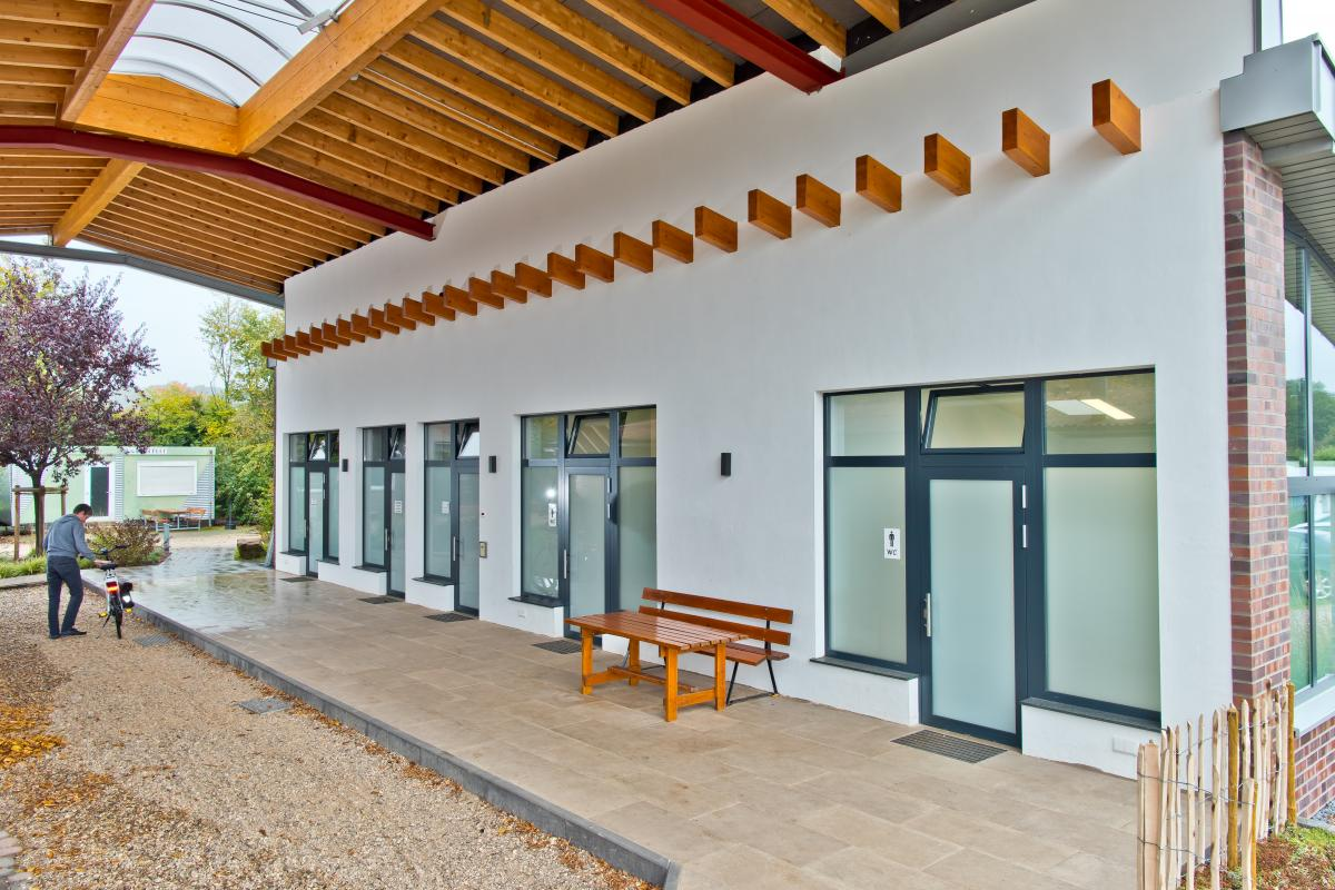 Sanitärhaus-Meisenweg-Fassade
