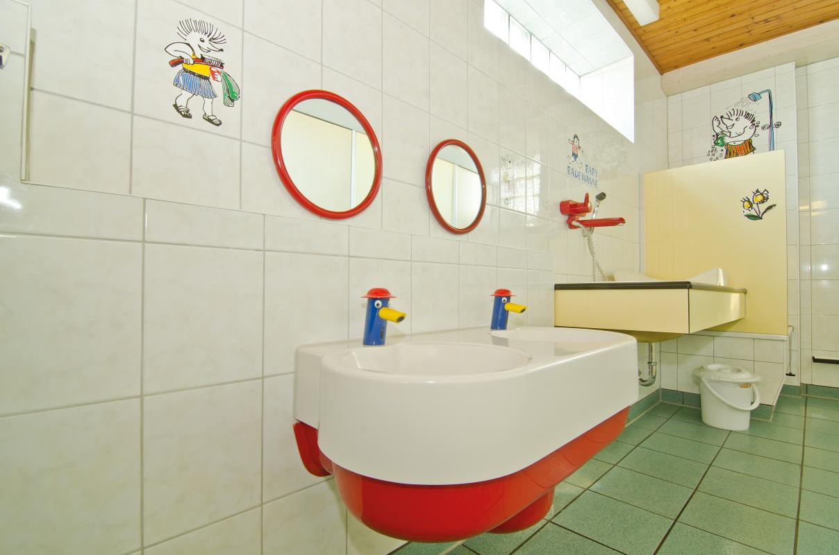 Sanitärhaus-Meisenweg-Kinder