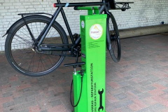 Fahrrad-Reparatur-Station-Aufhaengung-Rad