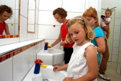 Sanitärhaus-Fliederweg-Kinder